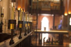 Le candele allineano in chiesa a Perth Australia piacevole fotografia stock libera da diritti