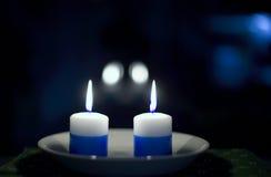 le candele hanno illuminato due Fotografie Stock