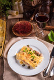 Le Cannelloni avec hachent remplir et câpres Image libre de droits