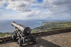Le canon fait face à la mer des Caraïbes à la forteresse de colline de soufre Photographie stock