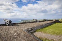 Le canon fait face à la mer des Caraïbes à la forteresse de colline de soufre Images stock