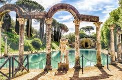 Le Canopus, piscine antique en villa Adriana, Tivoli, Italie photographie stock