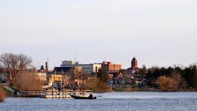 Le canot automobile glisse en pêchant le pilier sur le lac Bemidji chez le fleuve Mississippi le matin de l'ouvreur de pêche du M clips vidéos