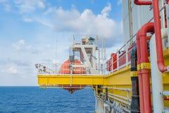 Le canot de sauvetage, l'embarcation de survie ou le bateau de sauvetage au pétrole marin et à la plate-forme de gaz pour l'urgen photos stock