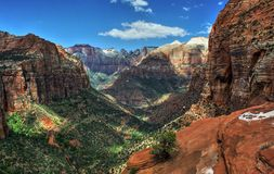 Le canyon donnent sur la traînée, Zion National Park en Utah Images libres de droits