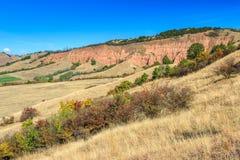 Le canyon rouge et l'automne coloré aménagent en parc, Sebes, la Transylvanie, Roumanie images stock
