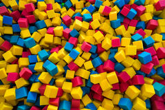 Le caoutchouc mousse coloré cube le fond Images libres de droits