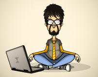 Utilisateur en chemise et verres gris avec un ordinateur portable Photos stock