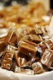 Le caramel cube la verticale Images stock