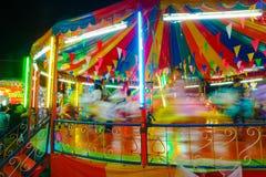 Le carrousel ou joyeux vont rond dans le style thaïlandais Photographie stock libre de droits