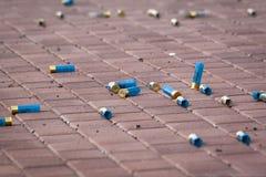 Le cartucce blu di caccia rapina il primo piano come fondo fotografie stock libere da diritti