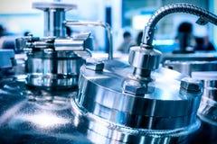Le cas en acier d'un réacteur chimique Photos stock
