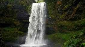 Le cascate Brecon di Henrhyd guida il Galles Immagine Stock