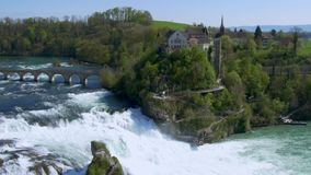 Le cascate del Reno a Sciaffusa, Svizzera archivi video