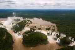 Le cascate di Iguazu o Iguassu cadono nel Brasile. Vista dall'aeroplano Immagine Stock Libera da Diritti