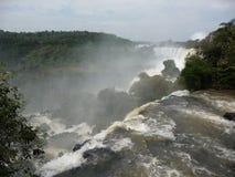Le cascate di Iguazu potenti Immagine Stock Libera da Diritti
