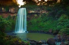 Le cascate di Iguazu superiori Brasile/confine dell'Argentina fotografie stock
