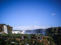 Le cascate di Iguazu - visitazione della passerella Fotografie Stock Libere da Diritti