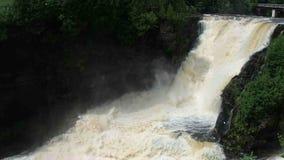 Le cascate potenti di kakabeka in Ontario del nord video d archivio
