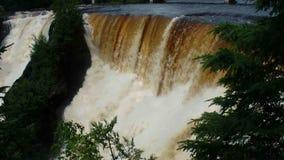 Le cascate potenti di kakabeka in Ontario del nord stock footage
