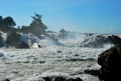 Le cascate potenti di Khone Phapheng vicino a Don Det Immagine Stock