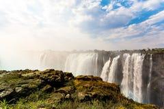 Le cascate Victoria con il cielo drammatico Immagine Stock