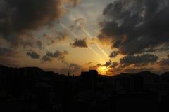 Le case d'impilamento intorno a Sofukuji durante il tramonto Fotografia Stock