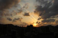 Le case d'impilamento intorno a Sofukuji durante il tramonto Fotografie Stock