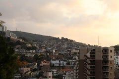 Le case d'impilamento intorno a Sofukuji durante il tramonto Immagine Stock Libera da Diritti