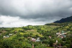 Le case sulla montagna in natura Immagini Stock Libere da Diritti