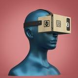 Le casque de carton de réalité virtuelle sur la tête en plastique femelle de mannequin de couleur, de haute qualité d'isolement r Photographie stock