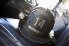 Le casque du sapeur-pompier de cru Photo stock