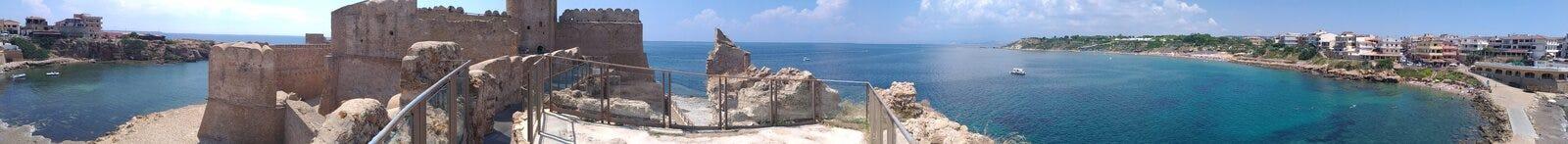 Le Castella - панорамное стоковые фотографии rf