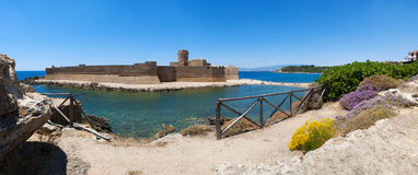 Le Castella, Isola di Capo Rizzuto, Crotone, Calabria, Southern Italy, Italy, Europe. Calabria, Italy, 04/07/2017: the Ionian Sea and the Aragonese castle of Le Stock Photography