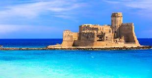 Le castella Isola di Capo Rizzuto - endroit fantastique avec le château photographie stock
