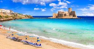 Le castella Isola di Capo Rizzuto, plage et château de la Calabre photo stock