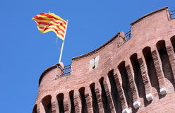 Le Castillet avec des couleurs nationales catalannes Photos stock