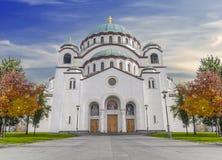 Le catedral chrétien de Sava de saint avec le ciel nuageux bleu dans la capitale images libres de droits