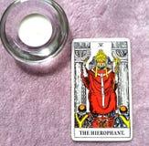 Le ccult de Guru de tradition d'éducation d'établissements de carte de tarot de Hierophant image libre de droits
