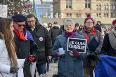 Le centinaia di Torontonians hanno converso su Nathan Philips Square Fotografia Stock Libera da Diritti