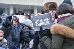 Le centinaia di Torontonians hanno converso su Nathan Philips Square Fotografie Stock Libere da Diritti