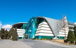 Le centre de boulevard de parc en parc de bord de la mer national dans la ville de Bakou Photos stock