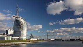 Le centre de conférences de Bremerhaven, ville de voile, Bremerhaven, Allemagne banque de vidéos