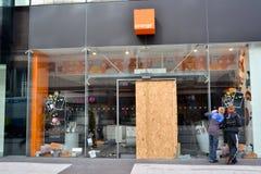 Le centre de la Birmingham-Angleterre s'ameute 2011-Orange Images libres de droits