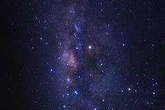 Le centre de la galaxie de manière laiteuse avec des étoiles et l'espace époussettent dans photo stock