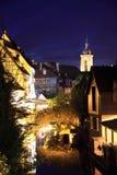 Le centre de la ville de Colmar par nuit Photographie stock libre de droits