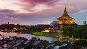 Le centre de la ville de Kuching à l'aube Photographie stock libre de droits