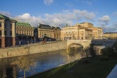Le centre de la ville de Stockholm est plein des bâtiments de regard stupéfiants photos libres de droits