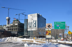 Le centre de nouveau Montréal en construction hospitalier Photo libre de droits
