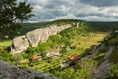 Le centre de récréation d'Eski-Kermen est situé dans la poutre de Gurla près de la ville médiévale de caverne d'Eski-Kermen Photo stock